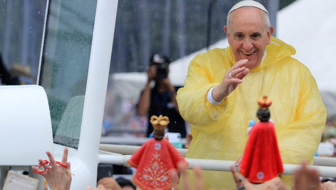 Pope Francis aboard his popemobile  greets Filipinos and devotees  before his Mass in Quirino grandstand, Manila, on Jan. 18.