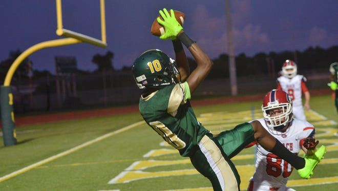 MCC's Nick Alves makes a touchdown catch during the first half against Cocoa Beach.