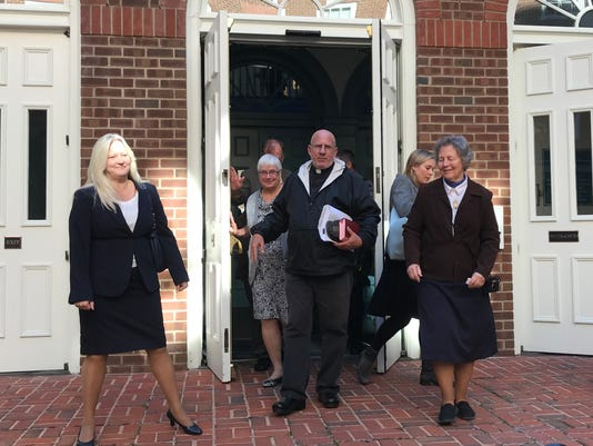 Priest avoids jail for protest at abortion clinic in Virginia