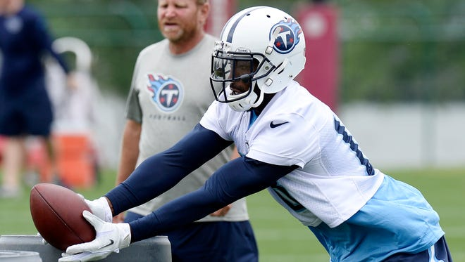Tennessee Titans wide receiver Hakeem Nicks runs a drill during an organized team activity at the team's NFL football training facility Tuesday, May 26, 2015, in Nashville, Tenn.