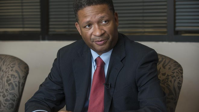 Artur Davis is a former United States Congressman from the 7th District of Alabama. Davis ran unsuccessfully for Mayor of Montgomery in the 2015 municipal elections.