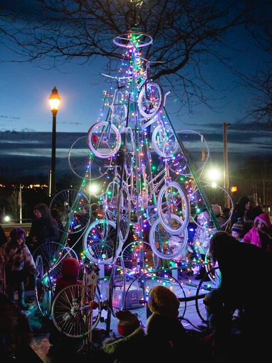 Beacon-Christmas-Tree-2014---Photo-by-Ethan-Harrison.jpg