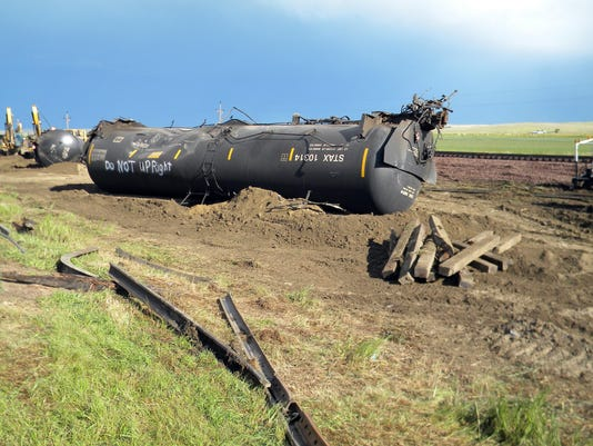 -oil train derailment_drak (1).jpg_20150721.jpg
