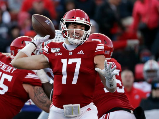 Rautgers quarterback Johnny Langan goes through the first half of an NCAA college football game against Ohio State on Saturday, November. 16, 2019, in Piscataway, NJ (AP Photo / Adam Hunger)