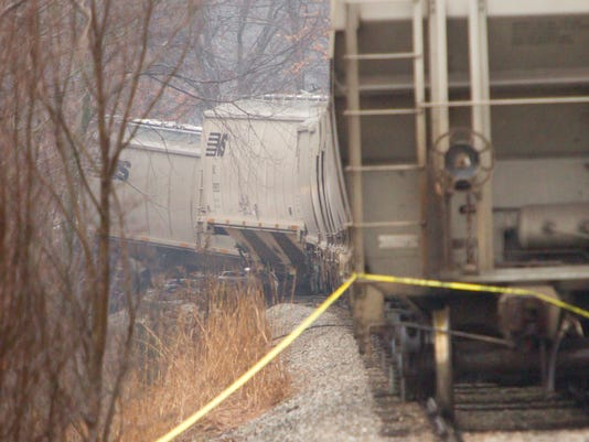 635934882740645751-Train-derailment-02.jpg