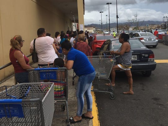 Lines to enter a grocery store in Puerto Rico.