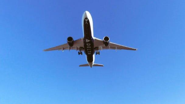A Delta A350 circling CVG.