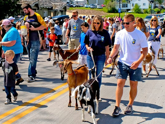 636637161889883152-DCN-0606-Roofing-of-Goats-Parade-2017.jpg
