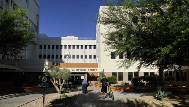 "The U.S. Office of Special Counsel says Phoenix's VA hospital ""continues to struggle"" with delayed care for patients."