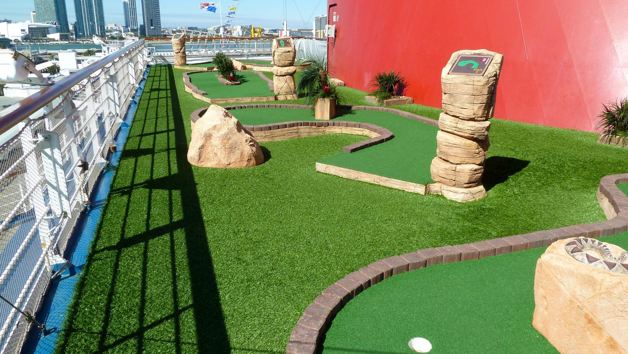 Putters have nine astroturf-topped holes at their disposal.