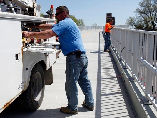 bridgeworkers.jpg