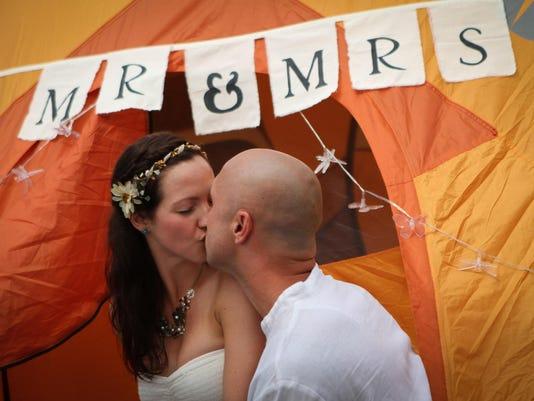-0619-firefly-marriage-ds1.JPG_20140619.jpg