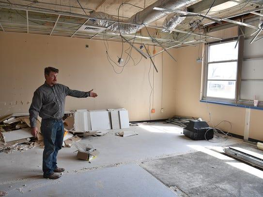 David Graham describes the layout of an apartment