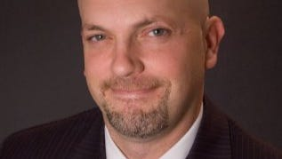 Columbus-based political strategist Ernie Davis has been hired to help Democratic candidates win a majority of Hamilton County offices this fall.
