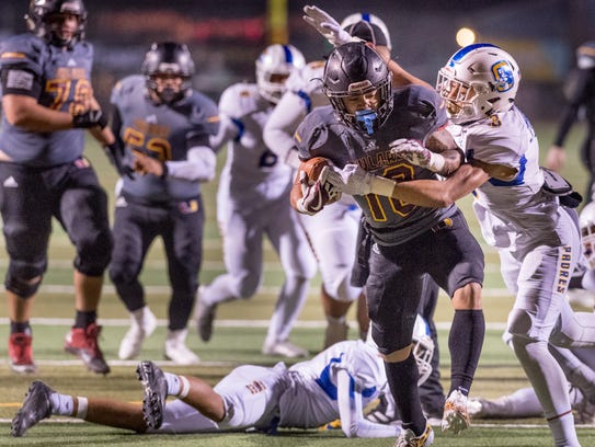 Serra's Isaac Jennings, right, catches Tulare Union's