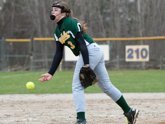 Pennfield's Alicia Lake (3) pitches against Lakeview Wednesday afternoon.