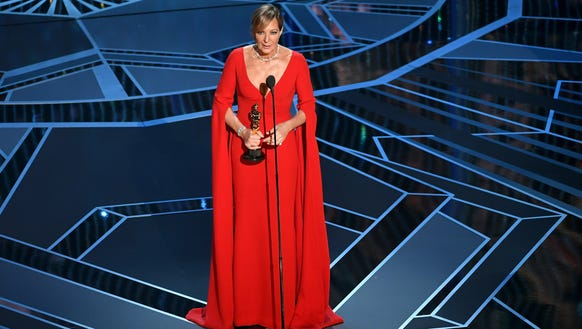Allison Janney accepts the best-supporting-actress