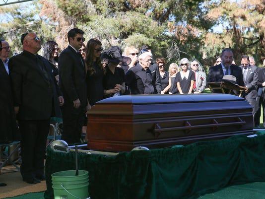 636137858103640043-mel-haber-funeral-4.jpg