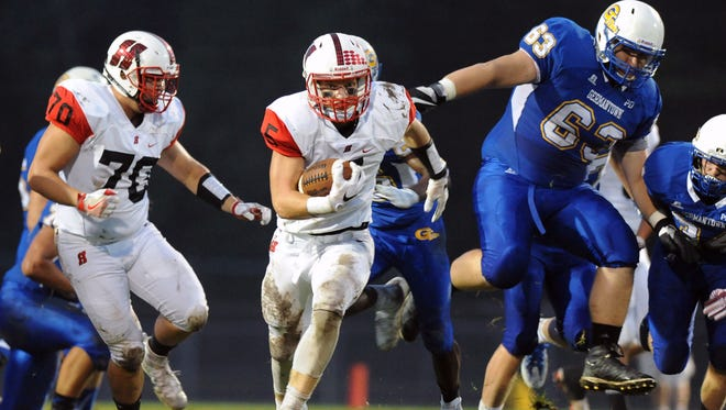 Homestead tailback Bradley Woldt races to a 70-yard touchdown Friday in the first half of the Highlanders' 21-3 win over Germantown.