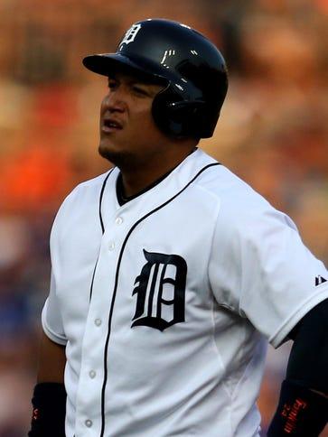 Tigers first baseman Miguel Cabrera pulls up running