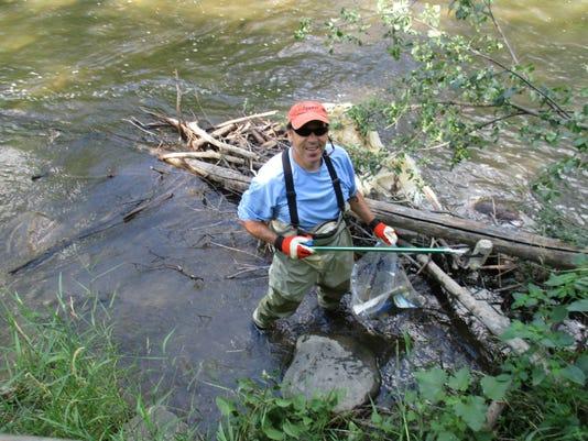 636446186073616401-Clinton-River-cleanup-TN.JPG