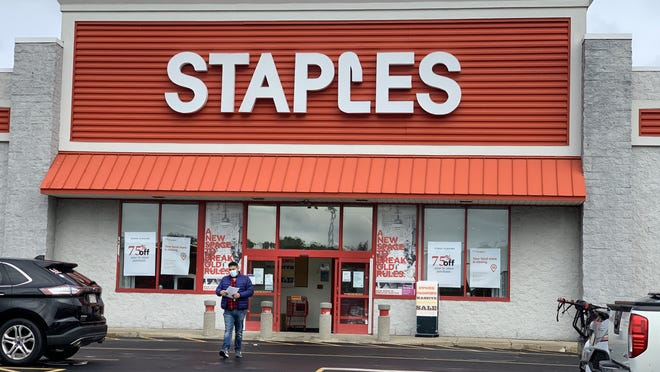 Closing signs on the front of Staples at Lincoln Plaza.