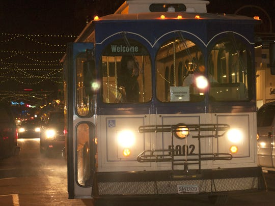 Scottsdale's free trolley drops passengers off in downtown