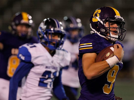 Salinas starting quarterback Brett Reade runs the ball