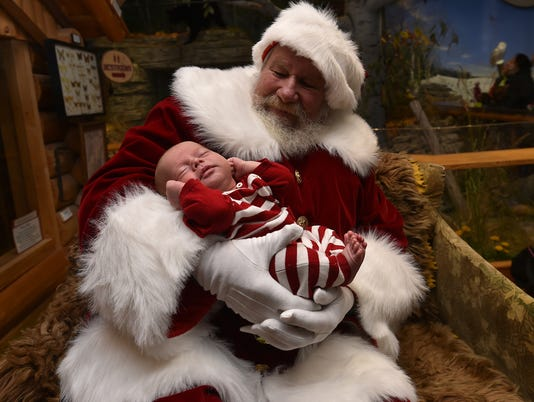 636461861774464451-DCN-1115-christmas-by-bay-preview-1.jpg