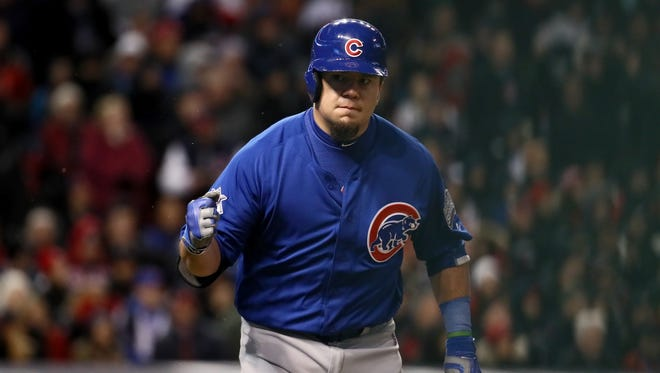 Kyle Schwarber drives in two runs to help the Cubs win Game 2.