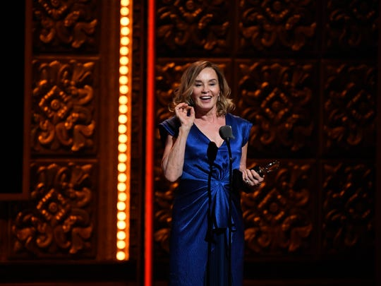 Jessica Lange accepts her award for leading actress