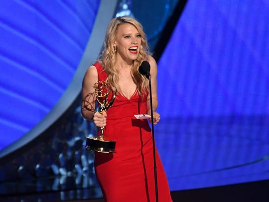 Kate McKinnon accepts the award for Outstanding Supporting