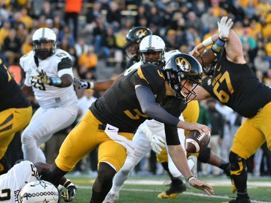 Missouri quarterback Drew Lock (3) scrambles to evade a sack from Vanderbilt linebacker Josh Smith (25) during the first half Nov 12, 2016.