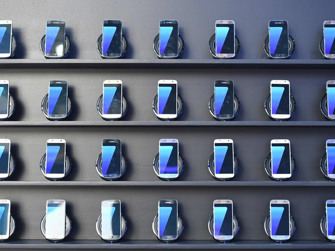 Samsung Galaxy S7 mobile devices on display at the
