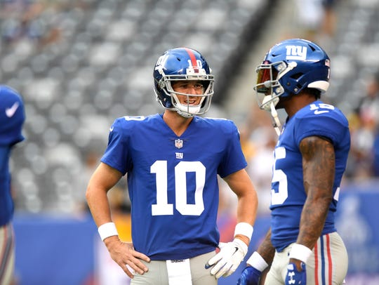 New York Giants quarterback Eli Manning (10) and New