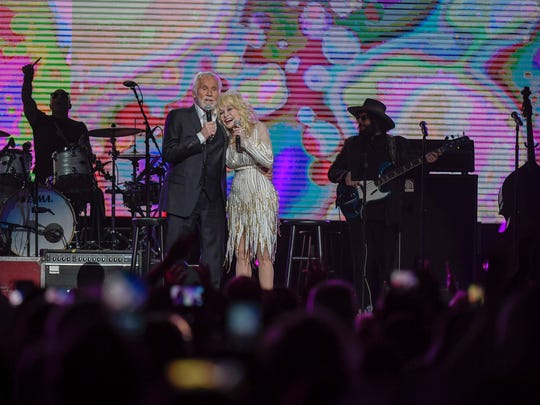 Kenny Rogers and Dolly Parton perform for the last