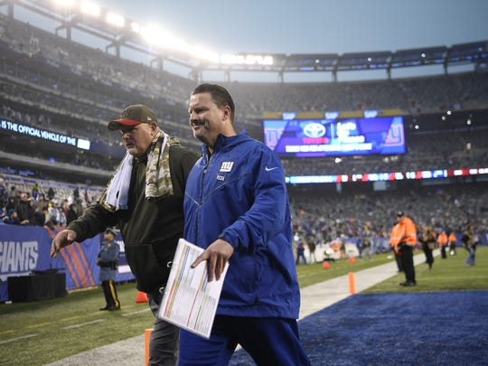 New York Giants head coach Ben McAdoo, right, walks