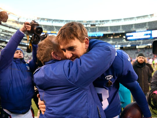 New York Giants head coach Steve Spagnuolo and quarterback Eli Manning share a moment on the field after the Giants defeat the Washington Redskins 18-10 in East Rutherford, NJ on Sunday, December 31, 2017.
