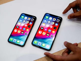 With Apple maxing out iPhone sizes, the small smartphone looks even more endangered