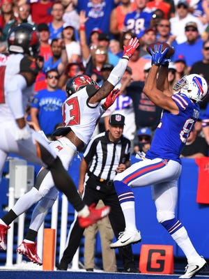 Buffalo Bills tight end Logan Thomas catches a pass for a touchdown in front of Tampa Bay Buccaneers' T.J. Ward.