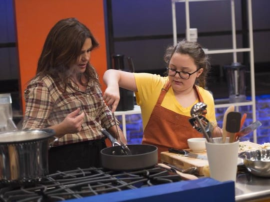 Celebrity chef Rachel Ray helps contestant Sabrina