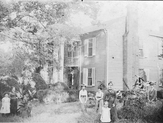 The Boxmere home with the Mrs. Clem Wall family in
