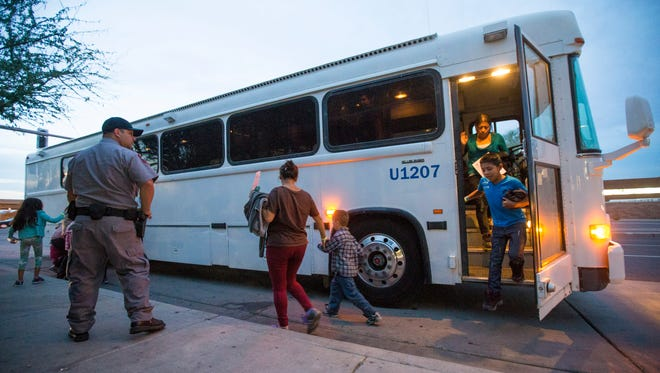 Migrants are released from ICE custody at a Greyhound Bus station in Phoenix May 28, 2014. Gubernatorial candidates are now jostling for an advantage as they discuss the influx of Central American migrants and Washington's failure to secure the border.