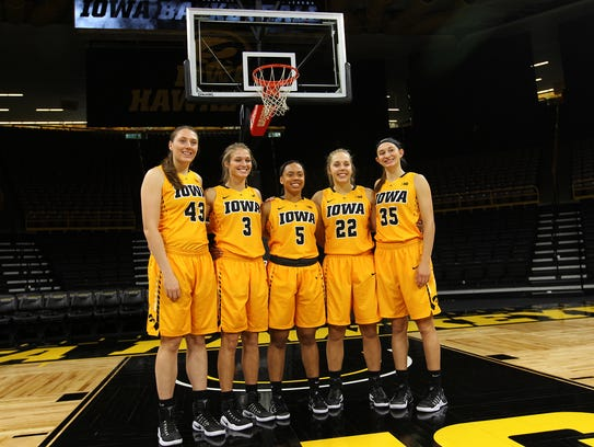 From left, Iowa freshmen Amanda Ollinger, Makenzie