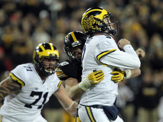 Iowa's Parker Hesse puts pressure on Michigan quarterback