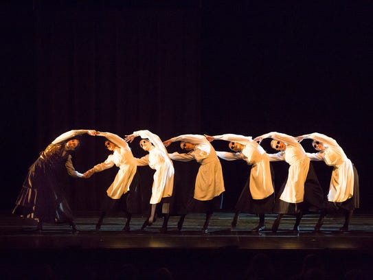 """A scene from Thodos Dance Chicago's """"A Light in the"""