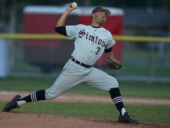 Sinton's Doraan Martinez throws a pitch during the
