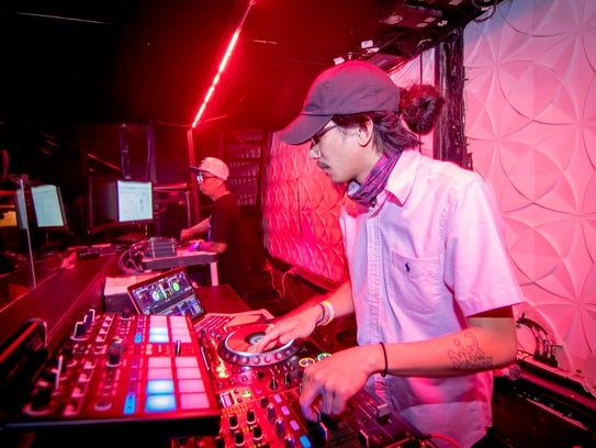 """Dj """"Full Cast Flip"""" fires up tunes for party goers"""