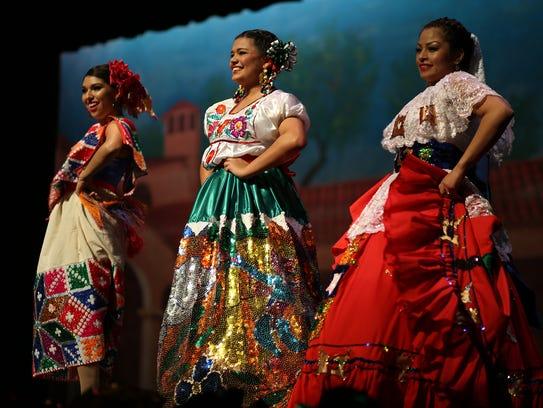 Pagaent contestants in the Feria de las Flores 2013