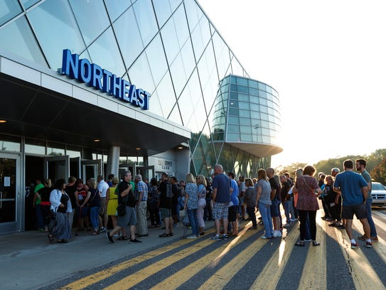 Concertgoers line up outside the Palace of Auburn Hills